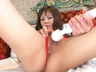 Beautiful Hikaru Aoyama toys her pretty pussy with a clear..
